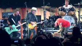 Pearl Jam with Neil Young – Rockin in the free world Toronto 2011 COMPLETE